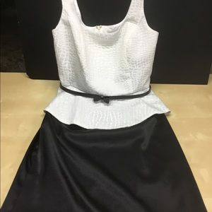 Super cute black and white sleeveless dress. Sz 10